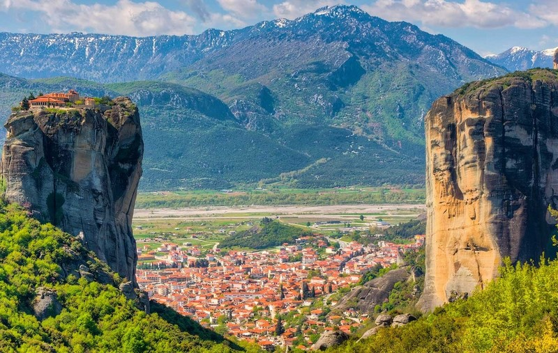 Meteora & Delphi Two Day Trip